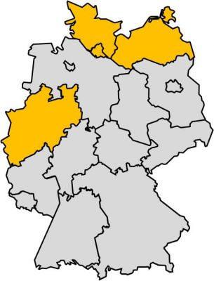 Deutschlandkarte in grau hinterlegt, NRW, Schleswig-Holstein, Hamburg und Mecklenburg-Vorpommern in orange/gelb hinterlegt, Karte auf weißem Hintergrund